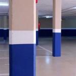 Aplicación de pintura plástica en columnas del parking