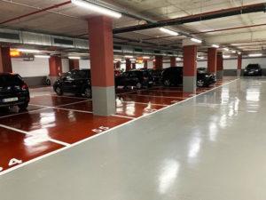 Pintar líneas de plaza de aparcamiento y numeración en pavimento del Hotel Porta Fira