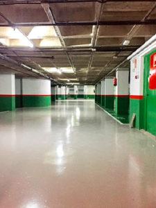 Pintar el pavimento del parking con resinas bicomponentes