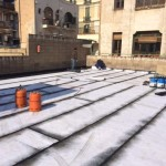 Colocación de poliuretano, previa imprimación para nueva capa impermeabilizante sobre asfaltado.